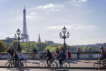 Luxury Escorted Paris Day Trip - guided tour and Champagne Lunch on the Eiffel Tower